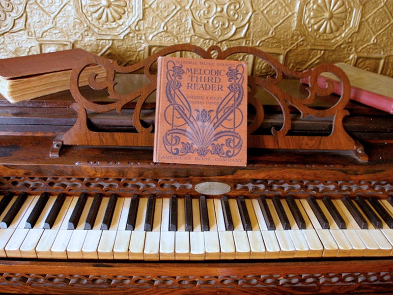 Molly Brown Piano